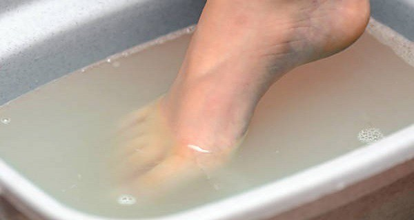 SOAK-YOUR-FEET-IN-COLD-WATER-EVERY-NIGHT-WHAT-FOLLOWS-WILL-SURPRISE-YOU